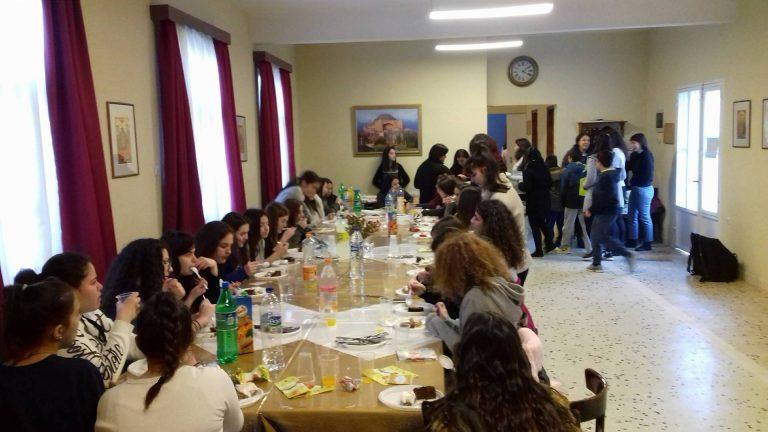 Εορταστικό τραπέζι κοριτσιών